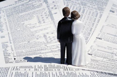 Time-to-pay-all-your-wedding-bills1