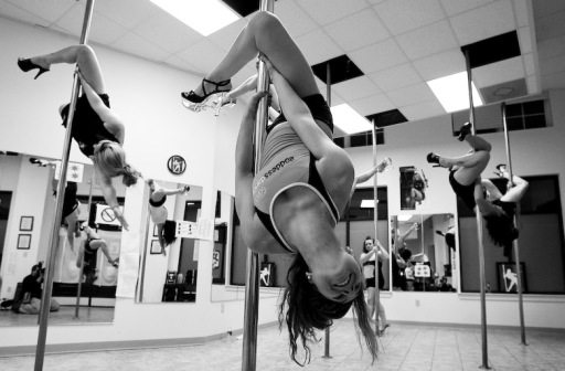 pole-dancing-fitness-class