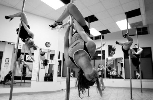 pole-dancing-fitness-class